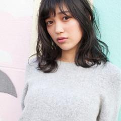 ガーリー ミディアム ピュア アッシュ ヘアスタイルや髪型の写真・画像