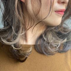ミディアム ハイトーンカラー 3Dハイライト 大人ハイライト ヘアスタイルや髪型の写真・画像