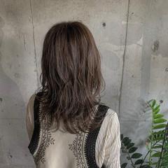 グレーアッシュ ウルフカット アッシュグレー セミロング ヘアスタイルや髪型の写真・画像