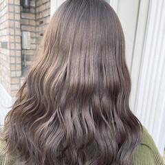 ラベンダーグレー 透明感カラー ロング ベージュ ヘアスタイルや髪型の写真・画像