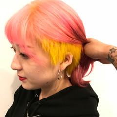 イエロー ピンク ストリート 透明感 ヘアスタイルや髪型の写真・画像