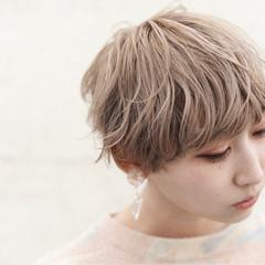 フリンジバング ミルクティー 前髪あり ニュアンス ヘアスタイルや髪型の写真・画像