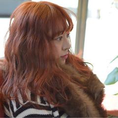 レッド トレンド セミロング 波ウェーブ ヘアスタイルや髪型の写真・画像