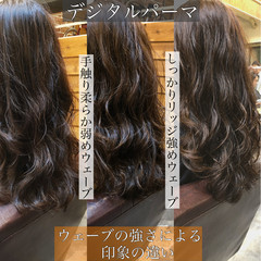 ゆるふわパーマ ナチュラル ロング ウェーブヘア ヘアスタイルや髪型の写真・画像