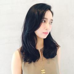 黒髪 パーマ ナチュラル レイヤーカット ヘアスタイルや髪型の写真・画像