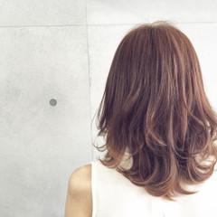 アッシュ セミロング グレージュ 夏 ヘアスタイルや髪型の写真・画像