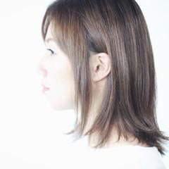 セミロング ラベンダーグレージュ ホワイトグレージュ ミルクティーグレージュ ヘアスタイルや髪型の写真・画像