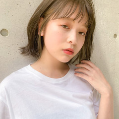 デジタルパーマ 透明感カラー オリーブベージュ ナチュラル ヘアスタイルや髪型の写真・画像