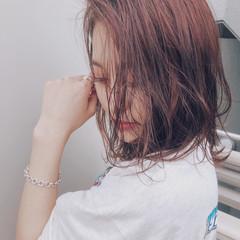 カジュアル ストリート 暖色 ピンク ヘアスタイルや髪型の写真・画像