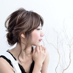ツイスト ミディアム フェミニン ゆるふわ ヘアスタイルや髪型の写真・画像