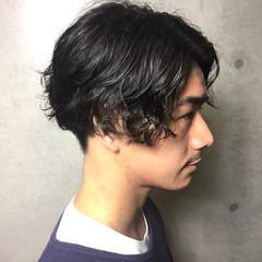 ショート メンズパーマ メンズ ナチュラル ヘアスタイルや髪型の写真・画像