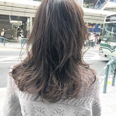 セミロング アッシュグレージュ ホワイトグレージュ 大人ヘアスタイル ヘアスタイルや髪型の写真・画像