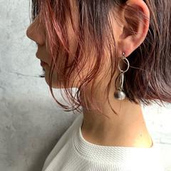 インナーカラー 切りっぱなしボブ ショートヘア ミニボブ ヘアスタイルや髪型の写真・画像