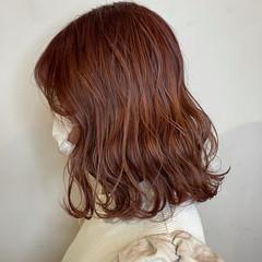 カシスレッド ラベンダーピンク ミディアム フェミニン ヘアスタイルや髪型の写真・画像