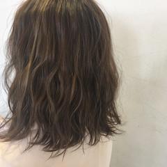 ミディアム アッシュグレージュ ネイビー ガーリー ヘアスタイルや髪型の写真・画像