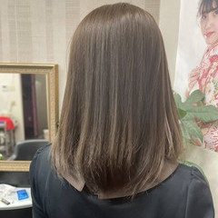 ミディアム アッシュグレージュ イルミナカラー ナチュラル ヘアスタイルや髪型の写真・画像