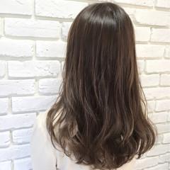 ストリート セミロング 外国人風 アッシュベージュ ヘアスタイルや髪型の写真・画像