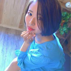 耳かけ かき上げ前髪 モード ショートボブ ヘアスタイルや髪型の写真・画像