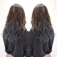 グレージュ フェミニン 外国人風カラー ロング ヘアスタイルや髪型の写真・画像