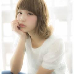 ミディアム ハイトーン アッシュ モテ髪 ヘアスタイルや髪型の写真・画像