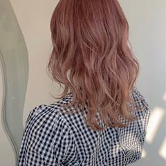 ミディアム ガーリー ピンクベージュ ピンクカラー ヘアスタイルや髪型の写真・画像