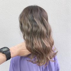 セミロング ピンクグレージュ フェミニン バレイヤージュ ヘアスタイルや髪型の写真・画像