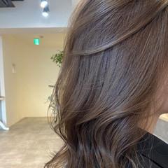 ナチュラル アッシュグレージュ 艶カラー 艶髪 ヘアスタイルや髪型の写真・画像