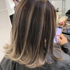 ストリート ミディアム ホワイトベージュ ハイライト ヘアスタイルや髪型の写真・画像
