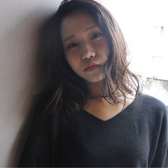 セミロング ピュア 黒髪 ゆるふわ ヘアスタイルや髪型の写真・画像