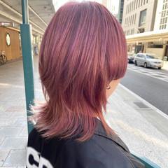 ラベンダーピンク ミディアムレイヤー モード ウルフカット ヘアスタイルや髪型の写真・画像