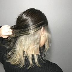 モード インナーカラーホワイト インナーカラーグレー インナーカラーシルバー ヘアスタイルや髪型の写真・画像