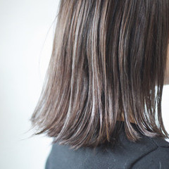 ナチュラル グレージュ アッシュグレージュ コントラストハイライト ヘアスタイルや髪型の写真・画像