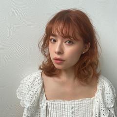 オレンジカラー ミディアムレイヤー ミディアム ブリーチ必須 ヘアスタイルや髪型の写真・画像