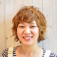 パーマ ナチュラル 簡単 フェミニン ヘアスタイルや髪型の写真・画像