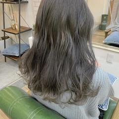 シルバーグレージュ ロング ガーリー ブリーチカラー ヘアスタイルや髪型の写真・画像