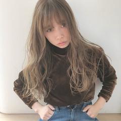 グレージュ 透明感 ハイトーン アッシュ ヘアスタイルや髪型の写真・画像