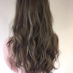 ホワイトアッシュ ロング ハイライト 外国人風 ヘアスタイルや髪型の写真・画像