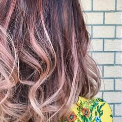 ミディアム グラデーションカラー ストリート ピンク ヘアスタイルや髪型の写真・画像