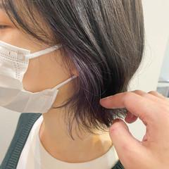 ラベンダーカラー インナーカラー 切りっぱなしボブ イヤリングカラー ヘアスタイルや髪型の写真・画像