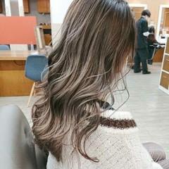 ダブルカラー ナチュラル ロング ブリーチカラー ヘアスタイルや髪型の写真・画像