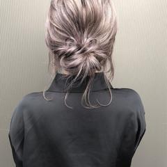 ハイライト ミディアム グレージュ ストリート ヘアスタイルや髪型の写真・画像