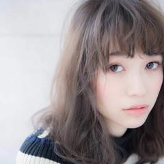 ミディアム ゆるふわ 大人かわいい レイヤーカット ヘアスタイルや髪型の写真・画像