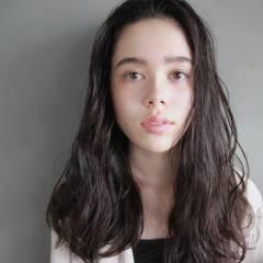 セミロング ルーズ グレー 外国人風 ヘアスタイルや髪型の写真・画像