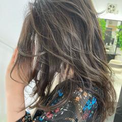 最新トリートメント イルミナカラー バレイヤージュ ロング ヘアスタイルや髪型の写真・画像