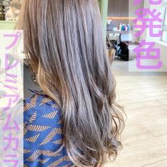 ハイトーンカラー ミルクティーグレージュ ミルクティーベージュ フェミニン ヘアスタイルや髪型の写真・画像