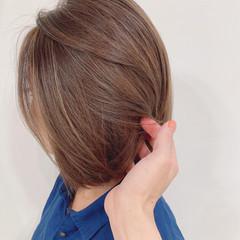 大人ハイライト 極細ハイライト ミルクティーベージュ ナチュラル ヘアスタイルや髪型の写真・画像