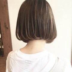 ショートボブ 切りっぱなしボブ 小顔ヘア ボブ ヘアスタイルや髪型の写真・画像
