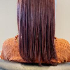 ガーリー ラズベリーピンク セミロング ベリーピンク ヘアスタイルや髪型の写真・画像
