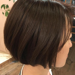 ナチュラル ショート グレー ヘアスタイルや髪型の写真・画像