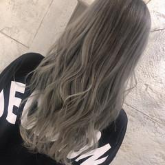 ハイライト ホワイトアッシュ エレガント ホワイトグレージュ ヘアスタイルや髪型の写真・画像